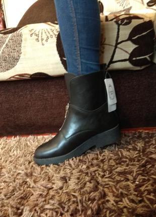 Кожаные ботинки в стиле zara