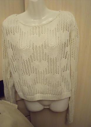 Кремовый свитер в сердечки