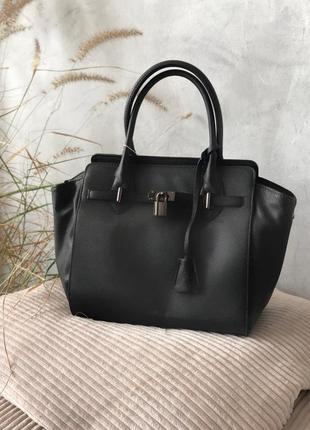 Черный шоппер-сумка. вместительный