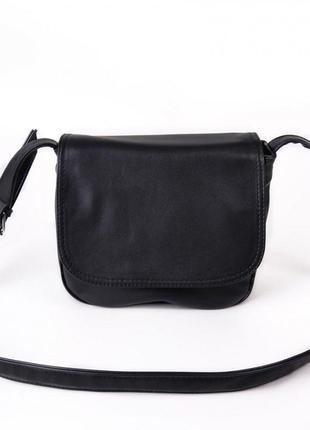 Черная женская сумка через плечо кроссбоди матовая с клапаном