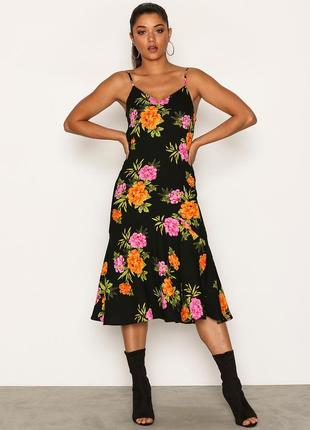 Шикарное миди платье new look в яркие цветы низ воланом