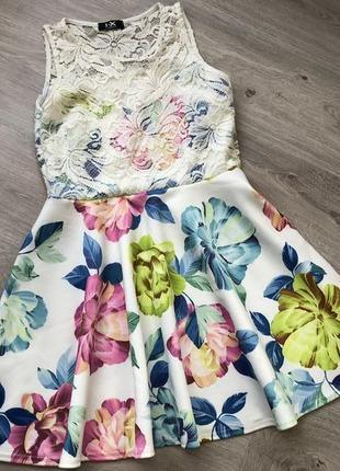 Шикарное. красивое и нежное платье.  размер с-м-л