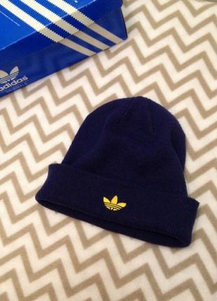 Синяя шапка с вышивкой лого от adidas 2в1.унисекс