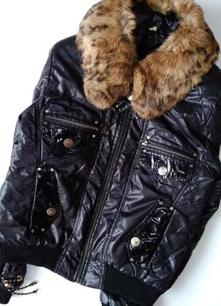 Куртка чёрная с лаковыми вставками сезон осень