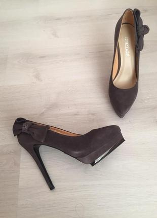 Туфли и босоножки на высоком каблуке
