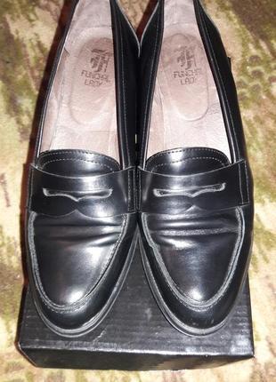 Стильные туфельки лоферы на небольшом каблучке