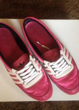 Женские кроссовки, кеды adidas малинового цвета
