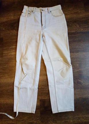 Плотные светлые джинсы с высокой посадкой