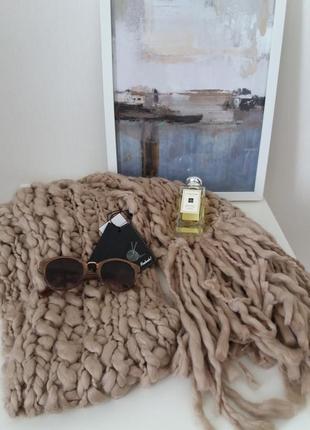 Бежевый  объемный  шарф bershka