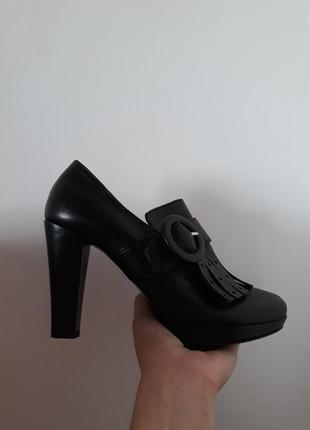 Очень модные кожаные итальянские туфли vera pelle