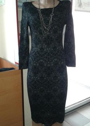 Элегантное теплое облегающее платье