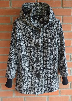 Пальто шерстьяное с капюшоном карманами