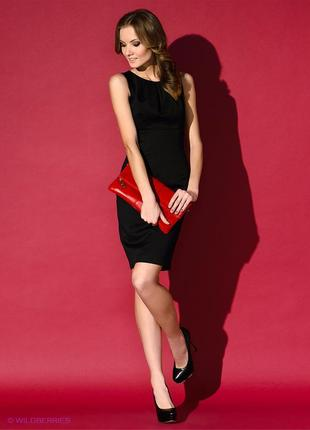 Короткое вечернее облегающее черное платье