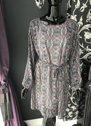 Платье серое с орнаментом