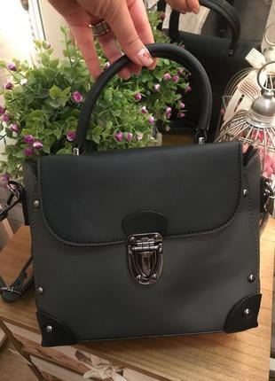 Эффектная черно-серая сумка саквояж