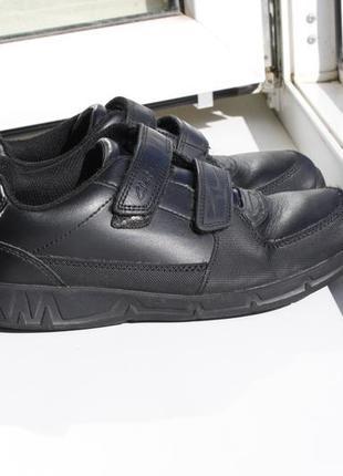 Кожаные школьные туфли clarks на мальчика 35 размер
