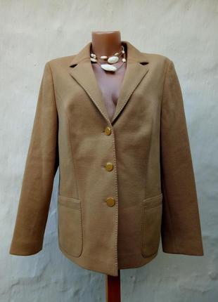 Стильный бежевый трикотажный теплый шерстяной жакет jersey ilany с оторочкой,пиджак.