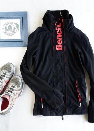 Спортивна куртка від bench