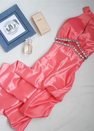 Шикарна вечірня сукня з відкритою спинкою