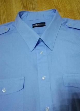 Мужская однотонная рубашка с погонами.
