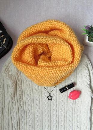 Теплый объемный вязаный шарф