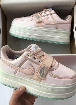 Женские розовые кроссовки разные размеры в наличии