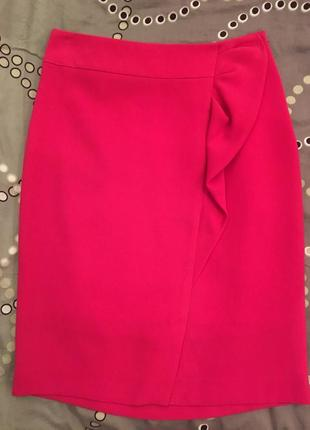 Красивая яркая юбка цвета фуксии