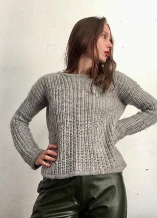 Шерстяной свитер крупной вязки
