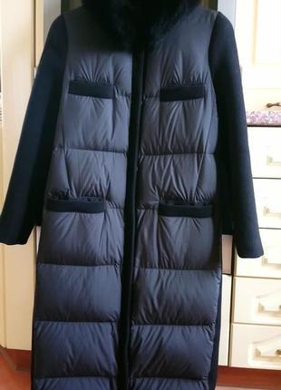 Очень элегантное пуховое пальто с кашемировой спиной и рукавами..