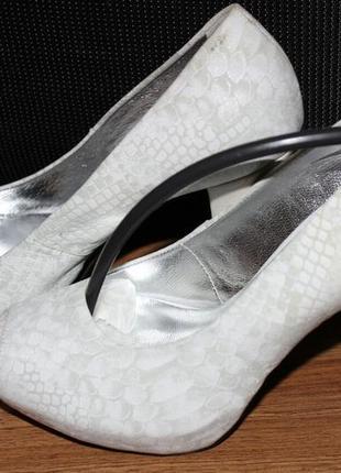 Стильные кожаные туфли фирмы badura