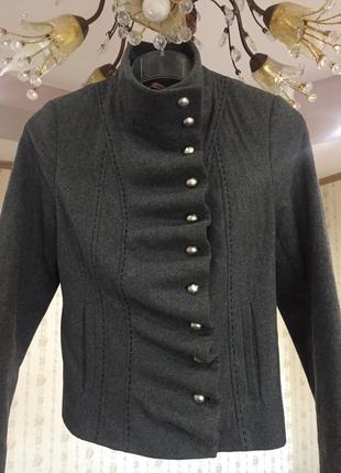 Стильное короткое пальто