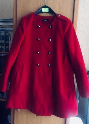 Пальто трапеция красное