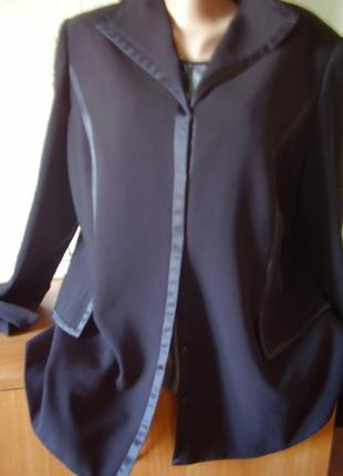 Интересный пиджак японский...по груди до 110 см... отделка атласом. на кнопках...