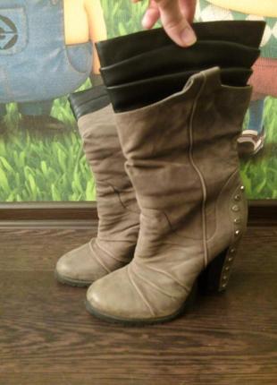 Сапожки серые на высоком каблуке