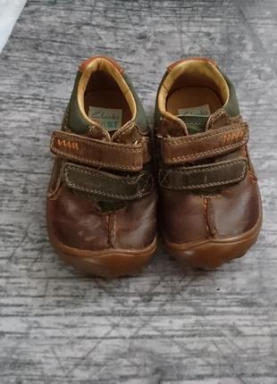 Ботиночки, кроссовки из натуральной кожи clarks 20р