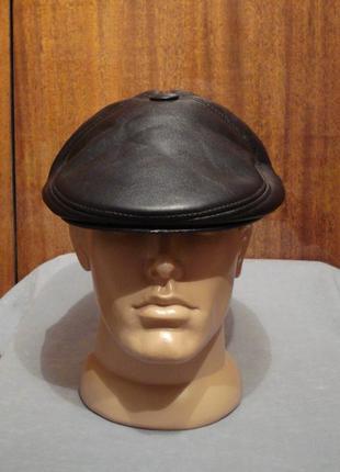 Зимняя черная кепка пятиклинка из кожзама dac