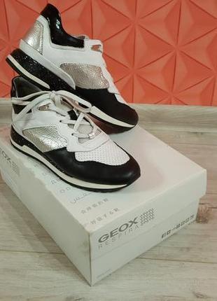 Шкіряні кросівки, розмір 37 - 37,5