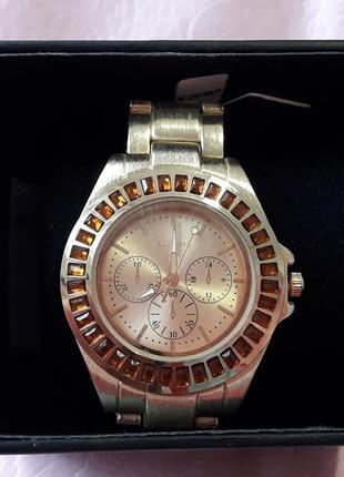 Женские часы с металлическим браслетом  parfois