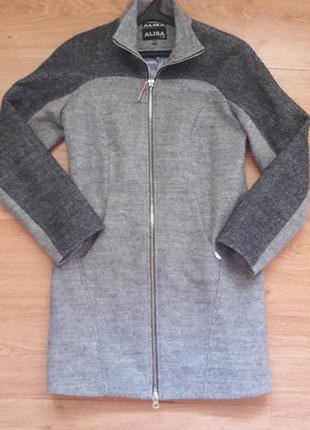 Стильное демисезонное пальто. размер м.