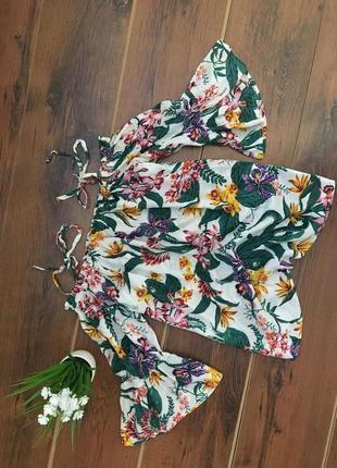 Шикарная яркая блуза с воланами