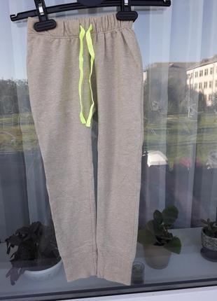 Спортивные штаны на девлчку 3-4года