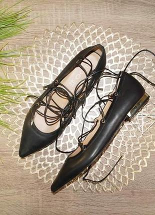 Aldo! кожа! трендовые туфли лодочки на низком ходу с актуальной шнуровкой