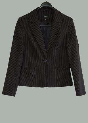 Стильный классический пиджак в мелкую полоску