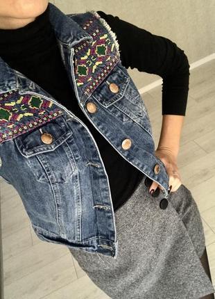 Шикарная джинсовая жилетка