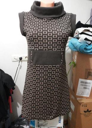 Теплое платье или туника с воротом хомутом без рукавов