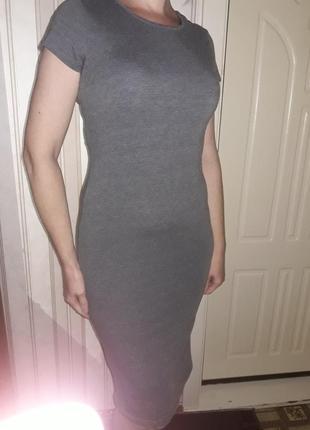 Актуальное платье-миди