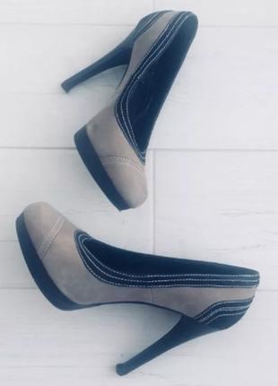 Эффектные туфли на шпильке. нубук
