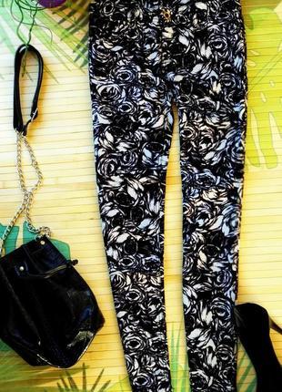 Чёрно-белые укороченные брюки
