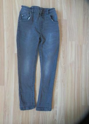 Фирменные джинсы geoge мальчику 5-6 лет состояние отличное