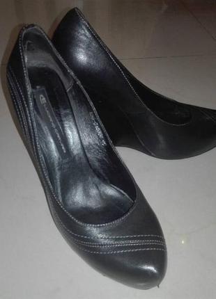 Шикарні шкіряні туфлі відомого бренду